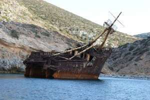 shipwreck-in water pix